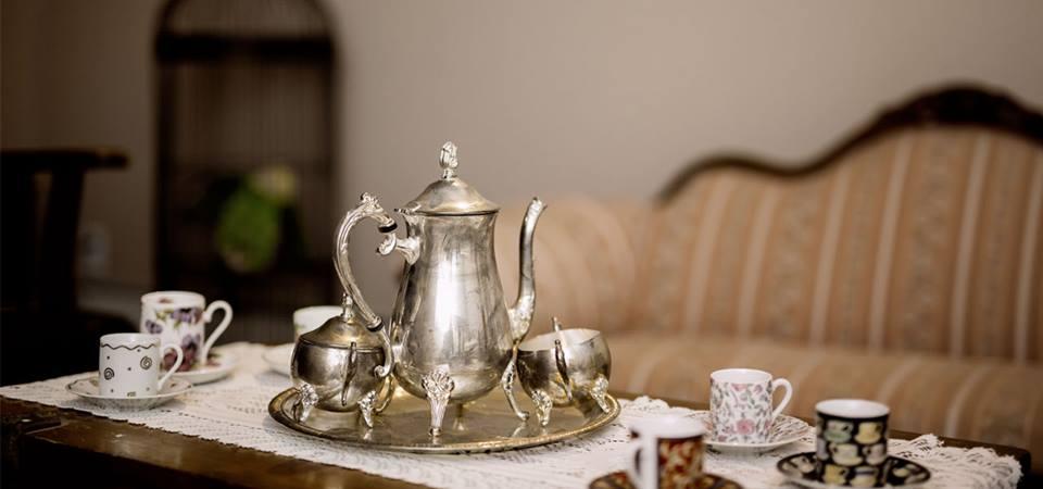 Teacups and saucers: $1 apiece on Kijiji. Go figure.
