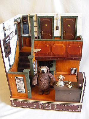 muppets-backstage-playset-by-palisades-w-rowlf-action1